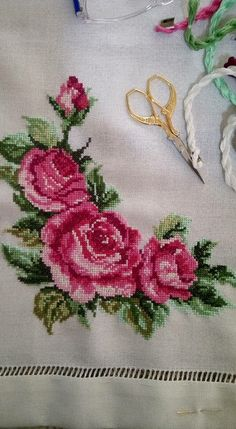 Cross Stitch Patterns Cross Stitch Charts Blackwork Table Linens Hand Embroidery Le Point Bouquet Flower Coloring Pages Diy Crafts Cross Stitch Boarders, Cross Stitch Love, Cross Stitch Animals, Cross Stitch Flowers, Cross Stitch Designs, Cross Stitching, Cross Stitch Embroidery, Hand Embroidery, Cross Stitch Patterns