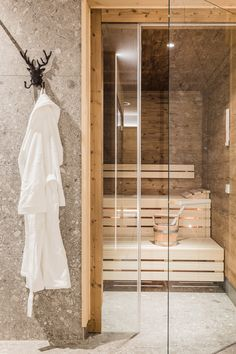 Leni Mountain Appartements Wellness Wardrobe Rack, Ladder Decor, Mountain, Wellness, Furniture, Home Decor, The Last Song, Homes, Decoration Home