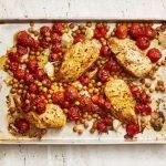 Paprika chicken with crispy chickpeas & tomatoes - a quick and easy one-tray dinner Crispy Chickpeas, Roasted Chicken Breast, Chickpea Recipes, Food Tasting, Tart Recipes, Smoked Paprika, Chicken And Vegetables