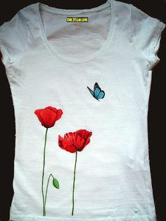 THE YLLW LINE: Camiseta Amapolas y mariposa (pintada a mano) Fabric Paint Shirt, Paint Shirts, T Shirt Painting, Fabric Painting, Fabric Art, Fabric Crafts, Hand Painted Dress, Hand Painted Fabric, Painted Clothes