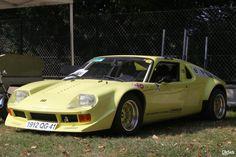 Jide 1600 | Jidé était un fabricant français d'automobiles dont le nom vient des initiales de son fondateur Jacques Durand. La production a commencé en 1969 à Châtillon-sur-Thouet, près de Parthenay et a cessé en 1973.  La voiture sera utilisée en compétition par Jean Ragnotti en 1972 en rallye automobile.