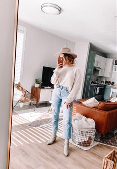 Outfit of the day baby! ✨ ( on IG) - - Outfits 2019 Outfits casual Outfits for moms Outfits for school Outfits for teen girls Outfits for work Outfits with hats Outfits women Cute Fall Outfits, Outfits With Hats, Mode Outfits, Fall Winter Outfits, Autumn Winter Fashion, Spring Outfits, Casual Outfits, Fashion Outfits, Fall Fashion