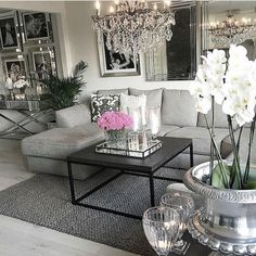 God kveld ⭐ her er det taco og filmkveld salon home decor, glam living room Glam Living Room, Living Room Mirrors, Home And Living, Modern Living, Living Area, Living Room Decor Elegant, Fancy Living Rooms, Silver Living Room, Modern Decor