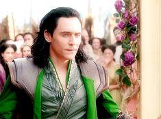 #TomHiddleston as #Loki in #ThorRagnarok. Gif-set: http://maryxglz.tumblr.com/post/170678700017  #LokiDay #HappyBirthdayTomHiddleston