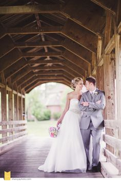 Kansas City Wedding Photographer The National KC Bride & Groom Bride & Groom Pose Wedding Day Bride & Groom Bridge Pink Wedding Bouquet
