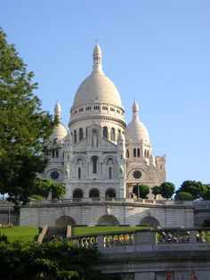 Sacre Coeur Cathedral in Paris. Stefano and Laura visit Paris (courtesy of Morgue.com)