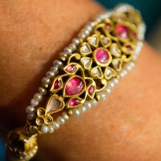 Mughal Jewelry, Indian Jewelry, Antique Jewelry, Rajputi Jewellery, Royal Jewelry, Gold Jewelry, Jewellery Sketches, Bangle Bracelets, Ring Bracelet