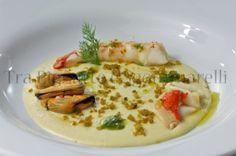 Crostacei e molluschi a bassa temperatura, con passata di ceci, crumble di pane alle vongole e olio al basilico