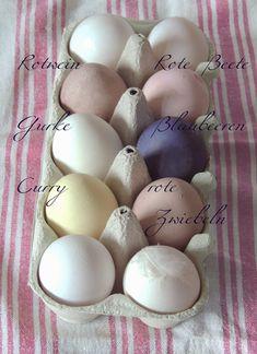 Ostereier mit Blaubeeren, Zwiebeln, Curry färben ...