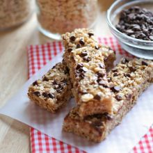 No-Bake Chocolate Chip Granola Bars {easy}  substitute safe margarine ad chocolate chips