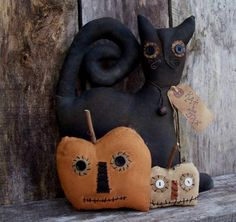 ~My Primitive Saltbox~ Patterns on CD. My Primitive KAT AND JAX halloween kat with her jacks (pumpkins). Easy to make halloween sitter. Attach jacks to the front or leave loose. Finished the cat sits approx. Halloween Doll, Halloween Jack, Cute Halloween Costumes, Halloween Patterns, Vintage Halloween, Halloween Decorations, Halloween Ornaments, Halloween 2019, Halloween Ideas