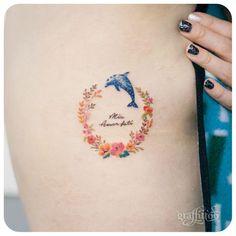 Tatuajes de delfines Galería de las mejores imagenes de tatuajes de delfines Los tatuajes de defines representan a unos mamíferos acuáticos que, tal y como han revelado multitud de estudios, son realmente inteligentes e, incluso, poseen capacidad de síntesis y de razonamiento. Por ello, tatuarse uno de estos animales en la piel puede tener una gran variedad de significados