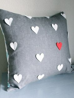 Sewing Pillows 25 Adorable DIY Pillows for Valentines Day - - 40 Cute Projects to Sew for Valentine's Day lots of heart sewing projects, heart quilt patterns and valentines day pillow DIY's Sewing Pillows, Diy Pillows, Throw Pillows, Decorative Pillows, Pillow Ideas, Cushion Ideas, Floor Pillows, Heart Quilt Pattern, Quilt Patterns