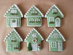 Dekorácie - vianočné medovníkové domčeky - 8609735_ Gingerbread Village, Christmas Gingerbread House, Gingerbread Cake, Noel Christmas, Christmas Treats, Christmas Baking, Fancy Cookies, Cute Cookies, Cupcake Cookies