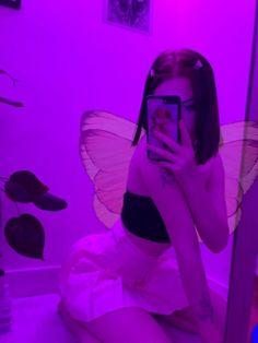 Bad Girl Aesthetic, Purple Aesthetic, Cool Girl Pictures, Girl Photos, Tumbrl Girls, Cute Poses, Selfie Poses, Insta Photo Ideas, Grunge Girl
