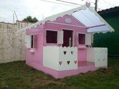 A casinha de boneca de madeira é uma atração que toda menina gosta de ter em casa, uma vez que com essa casa destinada as suas brincadeiras ela pode convid