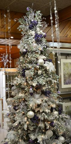 Beautiful Christmas Tree Decorated With Ornaments http://imgsnpics.com/beautiful-christmas-tree-decorated-with-ornaments-6/