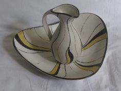 Ceramic jug with shell. Wash set water pitcher by ideenreichBerlin $37.27