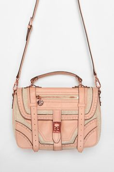 Usually hate pink but this bag is adorbz
