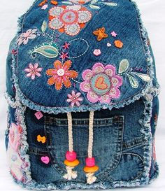 Denim backpack inspiration for daycare Denim Backpack, Denim Purse, Jean Crafts, Denim Crafts, Denim And Lace, Denim Ideas, Denim Patchwork, Recycled Denim, Purses And Bags