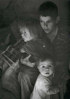 Ansel Adams - Trailer Camp Children, 1944. S)