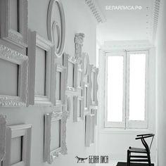 Как оформить стены пустыми рамками/ белаялиса.рф http://белаялиса.рф/kak-oformit-steny-pustymi-ramkami/  Каждый создает в своем доме такое окружением, в котором можно оставаться самим собой. И, чтобы создать гармоничную обстановку, надо задаться этой целью. Проблема пустой стены Основное пространство дома занимают стены, их участие в стилевом единстве  трудно переоценить. Поэтому проблема «голых стен» волнует многих. Кроме неприятных ассоциаций с больницей или служебным коридором, они не…