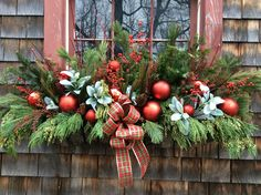 house flower boxes 458663543298810263 - Holiday window box with fresh greens, berries and shiny red balls Source by hregimbeau Christmas Window Boxes, Christmas Urns, Christmas Greenery, Christmas Arrangements, Christmas Centerpieces, Christmas Wreaths, Christmas Crafts, Fall Window Boxes, Window Ideas