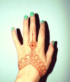 Hand Henna-- I like the kite-ish thing in the middle. Check out more desings at: http://www.mehndiequalshenna.com/