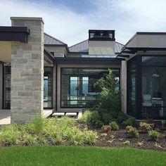 ideas for exterior architecture facade modern contemporary houses Modern Ranch, Modern Bungalow, Bg Design, Modern Contemporary Homes, Modern Farmhouse Exterior, Exterior Makeover, Dream House Exterior, Facade Architecture, Modern House Design