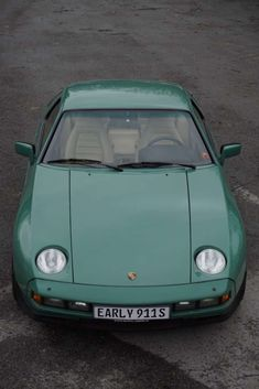 Porsche 928 Coupe - Early This original Porsche 928 with manual transmission was delivered 1982 in the rare color mint green and with beige full leath… Porsche Wheels, Porsche Sports Car, Porsche Cars, Bike Wedding, Porsche 924, Engine Types, Manual Transmission, Cars And Motorcycles, Cool Cars