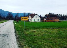 La dernière fois que j'étais à  #Brest ça me semblait un peu plus grand  #naturelover #travelgram #travel #travelblog #wanderlust #travelporn #travelling #picoftheday #bestoftheday #bestdestination #traveling #mytravelgram #landscape_lovers #landscape #biketrip  #slovenia  #ifeelslovenia by chris_voyage #travel