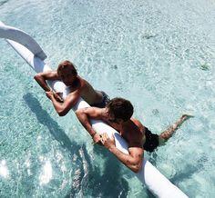 """7,778 Synes godt om, 71 kommentarer – Erik Forsgren (@erik.forsgren) på Instagram: """"Moments ⚓️ Hanging out with my spearfishing friend from Australia 🐟 @lepiratebeachclub"""""""