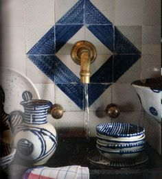 Kitchen detail, blue tile around the faucet. Axel Vervoordt Interior, published in 'Axel Vervoordt: The Story of a Style. Kitchen Inspirations, Decor, Color, Inspiration, Beautiful Kitchens, Interior, Blue And White, Tile Design, Home Decor