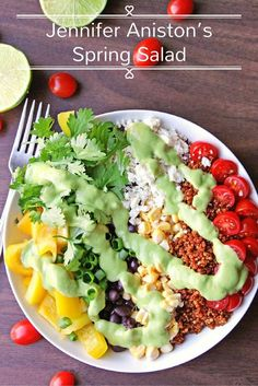 Southwest quinoa salad with green chile avocado dressing! An awesome, flavorful, protein packed vegetarian salad. Avocado Dressing, Southwest Quinoa Salad, Mexican Quinoa, Quinoa Salat, Avocado Quinoa, Avocado Salad, Clean Eating, Healthy Eating, Healthy Food