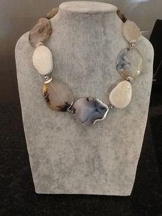 Drusy and grey agate. Pearl Jewelry, Beaded Jewelry, Jewelry Box, Jewelery, Jewelry Necklaces, Handmade Jewelry, Jewelry Making, Gemstone Necklace, Gemstone Beads