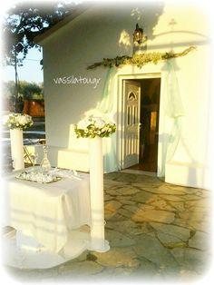 wedding flower decoration Wedding Flower Decorations, Wedding Flowers, Table Decorations, Furniture, Home Decor, Decoration Home, Room Decor, Home Furnishings, Wedding Ceremony Flowers