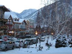 Most amazing Christmas town in America: Leavenworth, Washington~ Cannot wait to travel there for Xmas!