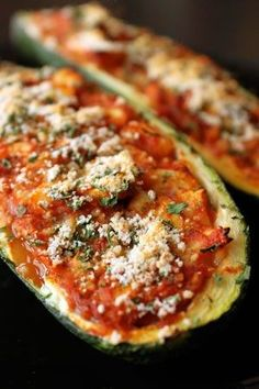 Zucchini pizzas. Really? if no bread/carb then it's no pizza, pero lo tratare. lol