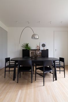 Large Furniture, Furniture Styles, Furniture Design, Italian Furniture Brands, Luxury Furniture Brands, Dining Chairs, Dining Room, Dining Table, Agi Architects