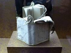 """2011. El Museo de las Peregrinaciones de Santiago ha convocado el II Concurso Internacional de Diseño y Encuadernación para un Libro de Peregrino y muestra los preciosos ejemplares que ha concurrido al mismo en una exposición en su propia sede. 1er Premio: Vietto Cecilia con el libro """"Te llevo para que me lleves""""."""