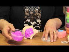 Foam Clay - Foam Klei - Anita laat zien hoe het 'kleien' met Foam Clay werkt!