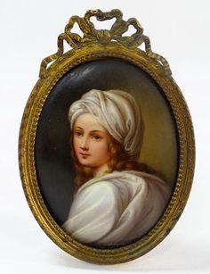ANTIQUE PORCELAIN PORTRAIT PLAQUE OF YOUNG WOMAN : Lot 0011