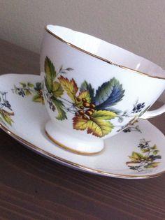 Antigua reina Anne hiedra verde diseño taza y por TheCoolCurator