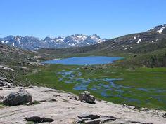 Lac de Nino (alt. 1 743 m) source du Tavignano (deuxième fleuve de Corse, tant par sa longueur que par son débit), est situé sur le plateau du Camputile. Il est entouré de pozzines, sortes de petits lacs tourbeux.