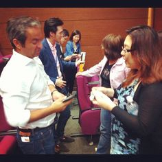 Exchanging contacts #WITnext #traveljobcamp #Webintravel #travel #SMU #Singapore #university - @webintravel- #webstagram