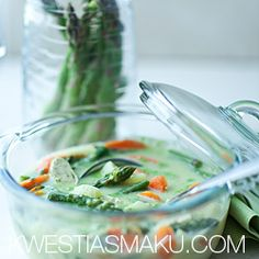 Szparagowa z nowalijkami, kurczakiem i pesto bazyliowym