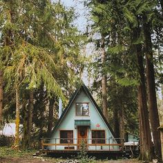A-frames we love: 23 cabins you wish you owned - Curbed Cabins In The Woods, House In The Woods, Forest Cabin, A Frame House, Boutique Homes, Cabins And Cottages, Cozy Cabin, Cabin Homes, Tiny House
