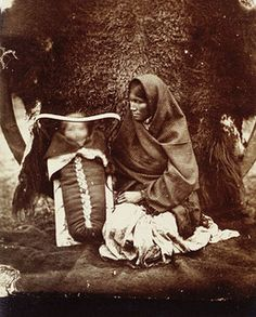 An Ojibwa woman and child, Red River Settlement,Canada Manitoba, 1895 Native American Photos, Native American Women, Native American History, Native American Indians, Native Americans, American Children, Canadian History, Red River, Native Indian