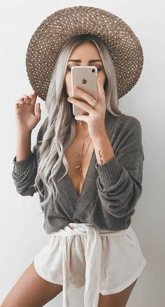 Style your long Rapunzel hair with our elegant side braid ideas. Here you will find inspiration for your next braid, including crown and French braids. Outfits With Hats, Simple Outfits, Trendy Outfits, Fall Outfits, Cute Outfits, Emily Rose, Side Braids For Long Hair, Top Braid, Fashion Beauty