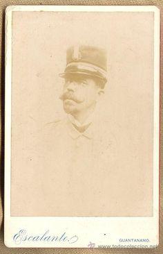 RETRATO, FOTOGRAFIA ANTIGUA DE UN OFICIAL CON UNIFORME DE RAYADILLO, GUERRA DE CUBA, 1895. - Foto 1